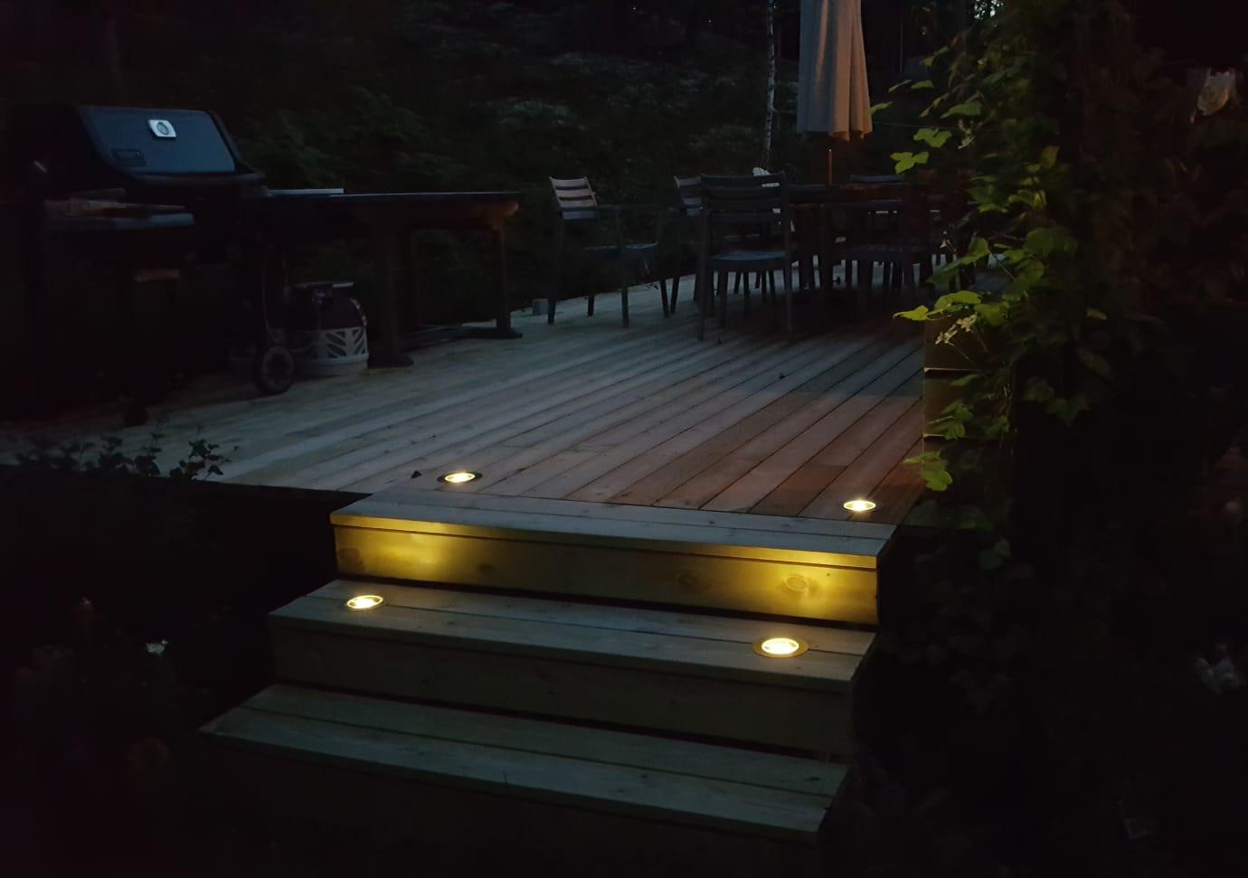 Solcellsladdad altanbelysning
